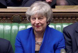"Theresa May deve apresentar hoje ""plano b"" para o Brexit"