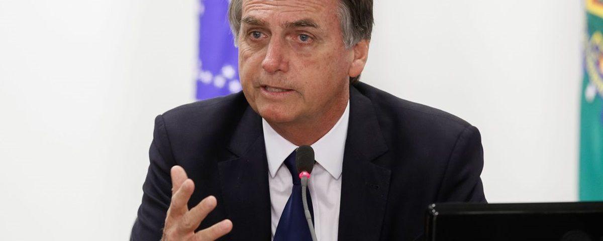 Bolsonaro 3 1200x480 1 - Presidente embarca para Davos em meio a conflito no PSL e com filho investigado