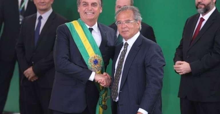 bolsonaro e paulo guedes davos - Ibovespa intensifica alta e sobe mais de 1% com exterior e de olho em Bolsonaro e Guedes em Davos