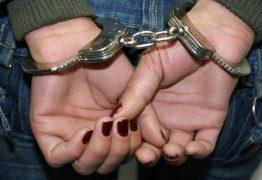 Mulher é presa após tentar suicídio e jogar os dois filhos embaixo de ônibus