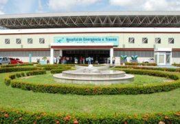 Jovem venezuelano é esfaqueado pelo padrasto e internado no hospital de trauma
