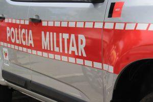 viatura da pm walla santos6 300x200 - Dupla rouba funcionários e clientes de estabelecimento comercial no bairro no Róger