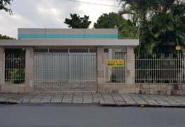 'ALUGA-SE': família Cunha Lima resolve alugar casa do poeta Ronaldo em CG e não atende desejo popular de criar museu