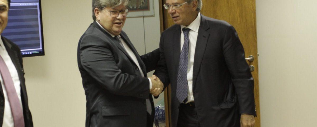 João Azevedo Paulo Guedes 1200x480 - João Azevêdo se reúne com ministro Paulo Guedes e consegue acelerar empréstimo de US$ 50 milhões