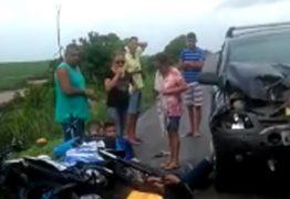 IMAGENS FORTES: acidente com carro, ônibus e quatro motos deixa cinco feridos – VEJA VÍDEO