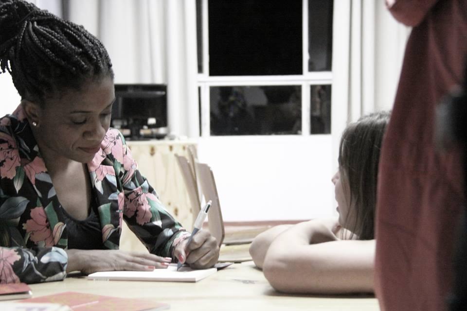 luanalancamento - Enquanto ministro pede Hino Nacional, professora ensina com Racionais
