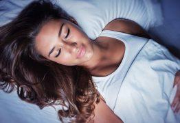Confira cinco bebidas que combatem a insônia e ajudam a dormir