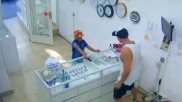 xblog nino.jpg.pagespeed.ic .qsEjhfLe9f 1 - FLAGRA: Menino de 9 anos tenta assaltar joalheria com arma de brinquedo; VEJA VÍDEO