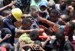 TRAGÉDIA: Edifício onde funciona escola desaba na Nigéria; crianças ficam soterradas