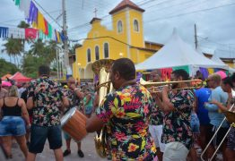 Ao som das Orquestras de frevo, blocos arrastam grande público no Corredor da Folia em Jacumã
