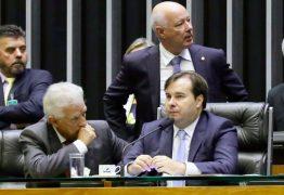 Em reação a Bolsonaro, Câmara aprova PEC de 2015 que engessa poder do governo sobre orçamento