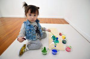 lola june art 904 300x199 - Artista de 2 anos vende quadros a R$ 86 mil