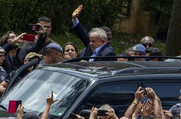 lula 2 600x394 - Coroado de cabelos brancos Lula fez o mundo tremer - Por Leandro Fortes