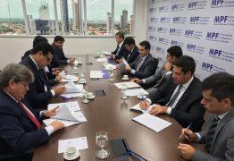 João Azevêdo assina TAC para regulamentar seleção e contratação de Organizações Sociais