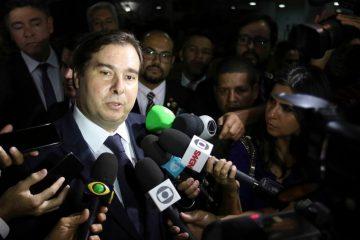 Rodrigo Maia pede afastamento de Roberto Alvim após citação a Goebbels