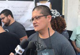 Filho de coordenadora morta acolhe alunos na escola após massacre: 'Se eles não desistirem, minha mãe vai estar feliz'