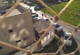 Policial militar com surto psicótico morre após brigar com mulher e cair de janela, no DF; VEJA VÍDEO
