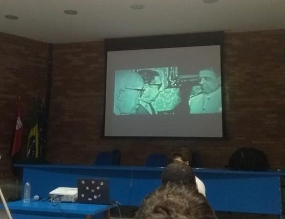 BRASIL ENTRE ARMAS E LIVROS COLABORADOR - 'BRASIL ENTRE LIVROS E ARMAS': exibição de filme sobre ditadura acaba em confusão na UFPB; VEJA VÍDEOS