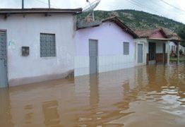 SUFOCO: moradores abandonam suas casas às pressas após açude se romper no Sertão