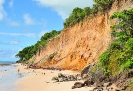ACIDENTE: Jovem cai da barreira do Cabo Branco, em João Pessoa