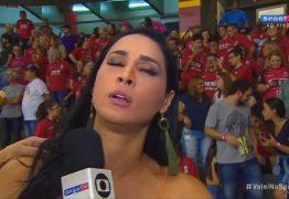 Ex-jogadora de vôlei desmaia durante entrevista ao vivo – VEJA VÍDEO