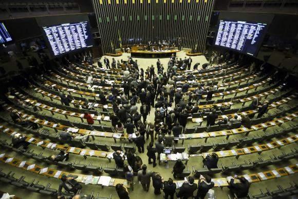 parlamento - Parlamento no Brasil quer limitar poder do presidente