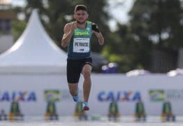 Petrúcio Ferreira bate recorde mundial nos 100m, mas tempo não vale por causa do vento