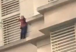 Idosa com Alzheimer trancada em casa pela família desce 9 andares pela fachada