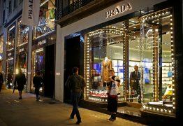 Grife Prada vai deixar de vender roupas com peles de animais