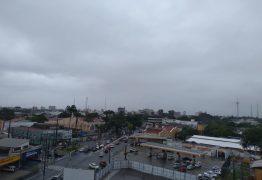 Após chuvas fortes, João Pessoa tem ruas alagadas e trânsito congestionado; Confira a previsão