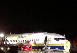 Avião com 143 pessoas sai da pista e vai parar em rio – VEJA