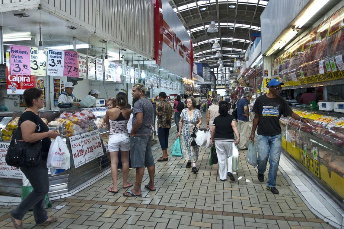 economia - Consumidores acreditam em inflação de 5,4% nos próximos 12 meses