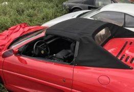 Coleção com 11 Ferraris é abandonada em um terreno baldio