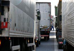 """""""Governo molha lenha seca na gasolina e joga na fogueira"""", diz representante dos caminhoneiros"""