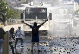 Juan Guaidó conclama população venezuelana a marchar para frente dos quartéis
