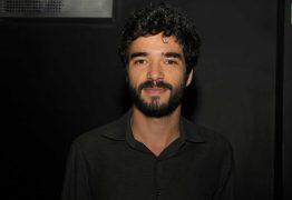 Série da Globo terá romance gay entre professor e aluno menor de idade