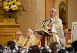Papa Francisco torna obrigatório religiosos denunciarem casos de abusos sexuais