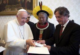 Papa Francisco se reúne com líder indígena brasileiro durante preparação para Sínodo da Amazônia