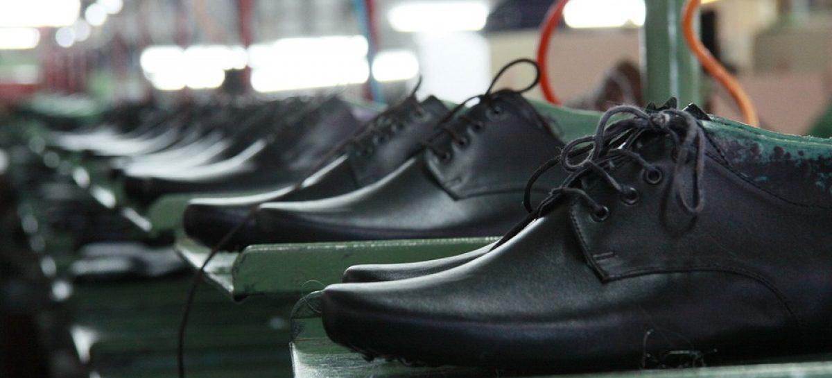 shoes 501039 960 720 1200x545 c - Sindicato confirma corte de 150 funcionários da Alpargatas, mas nega demissão em massa