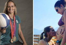 Bicampeã Olímpica de vôlei, Fabi Alvim anuncia que terá um bebê com a companheira