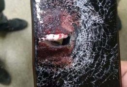 Durante assalto, policial é baleado e celular amortece impacto do projétil