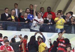 'QUE VERGONHA': ator da TV Globo detona o Flamengo por publicar foto de Bolsonaro e Moro