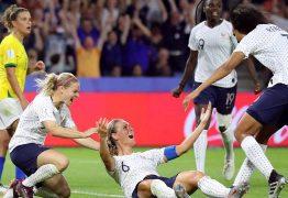 Brasil luta, mas leva gol de Henry na prorrogação e dá adeus à Copa do Mundo
