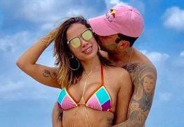 Anitta se irrita com boatos sobre suposta gravidez: 'Me erra, pelo amor de Deus'