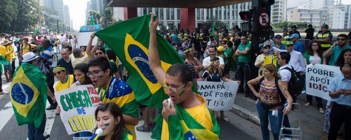 Protestos 1200x480 - A 'fulanização' dos protestos de rua numa conjuntura atípica no país - Por Nonato Guedes