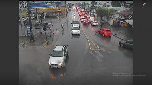 WhatsApp Image 2019 06 13 at 08.55.25 2 300x169 - TRANSTORNOS: chuvas intensas provocam alagamentos em bairros de João Pessoa - Veja Fotos