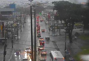 WhatsApp Image 2019 06 13 at 08.55.25 3 300x205 - TRANSTORNOS: chuvas intensas provocam alagamentos em bairros de João Pessoa - Veja Fotos