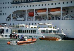 Cruzeiro perde controle e atinge porto e barco turístico – VEJA VÍDEO