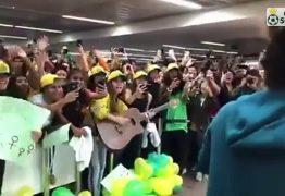 Seleção feminina tem recepção calorosa na volta ao Brasil após a Copa do Mundo