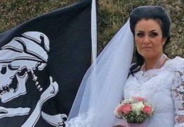 'POSSUÍDA': Mulher que se casou com fantasma de pirata precisa de 'exorcismo' para se divorciar